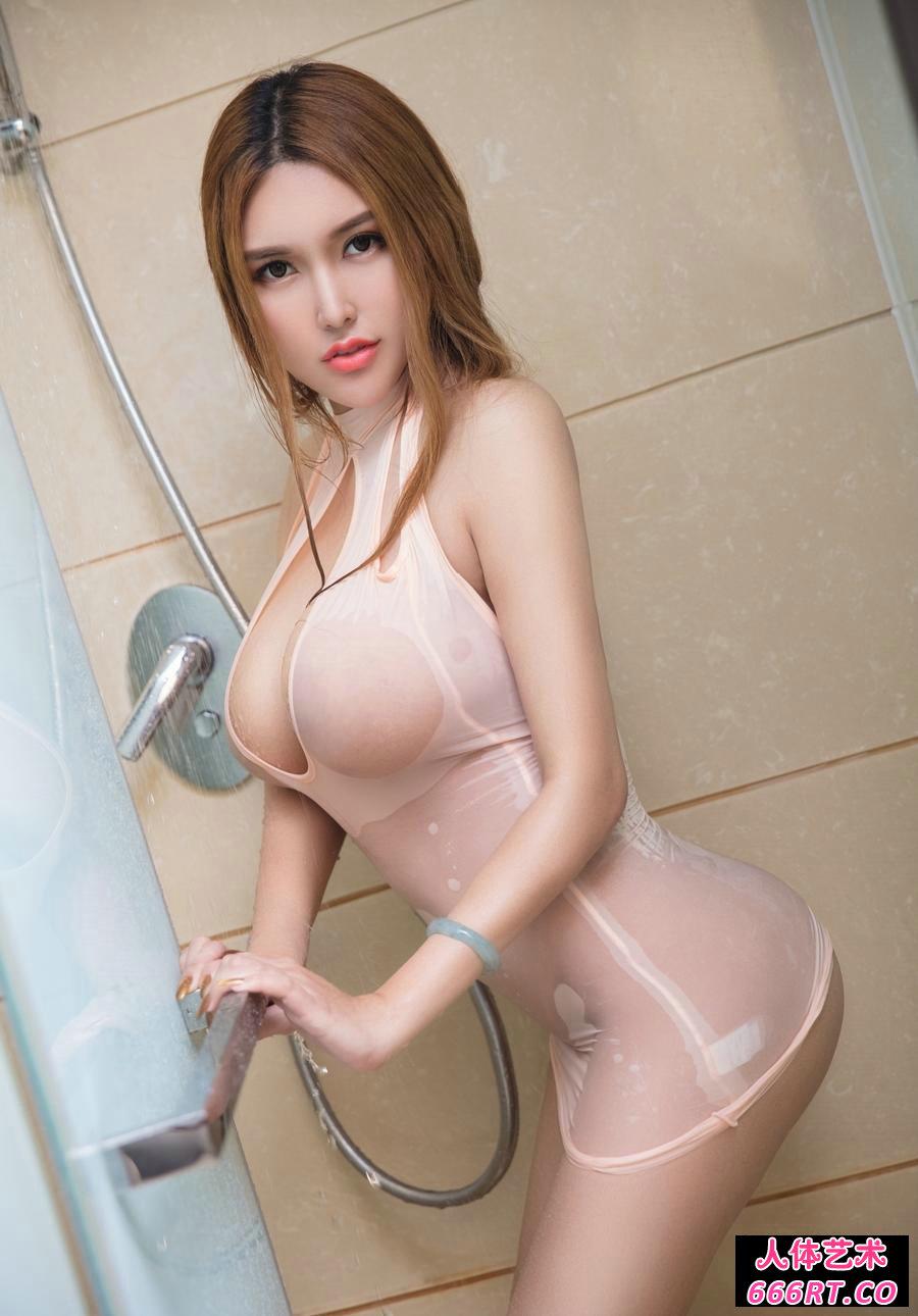 丰腴的爆奶超模赵伊彤浴室湿身照