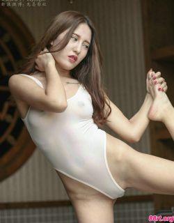 中意混血美女高叉连体内衣人体写真