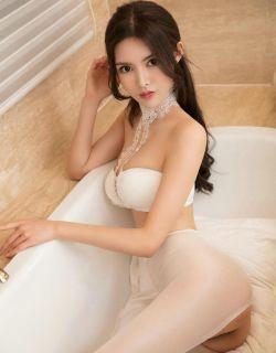 室拍大浴缸里穿白色内衣丝袜的模特温蒂