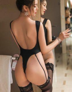 靓丽的长发模特冯雪娇捆绑的人体