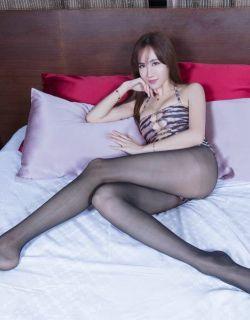 长腿旗袍美女酒店拍摄丝袜美腿写真
