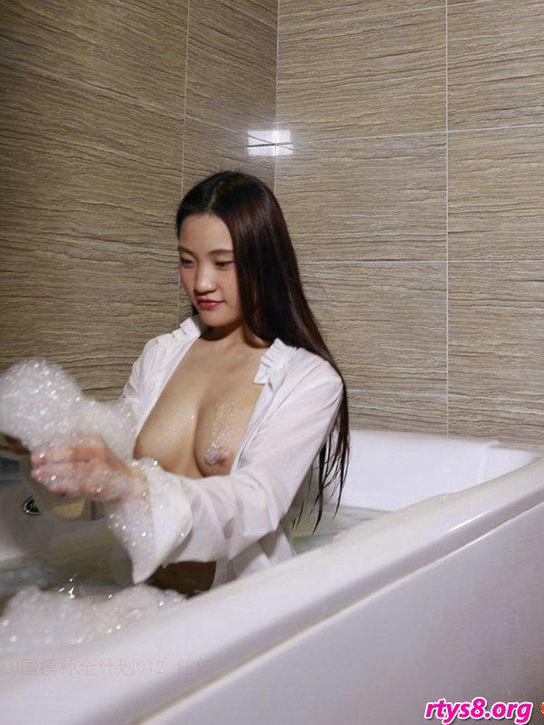 gogo韩国西西人体高清图,浴缸�Y洗泡泡浴的酥胸��模人体写照