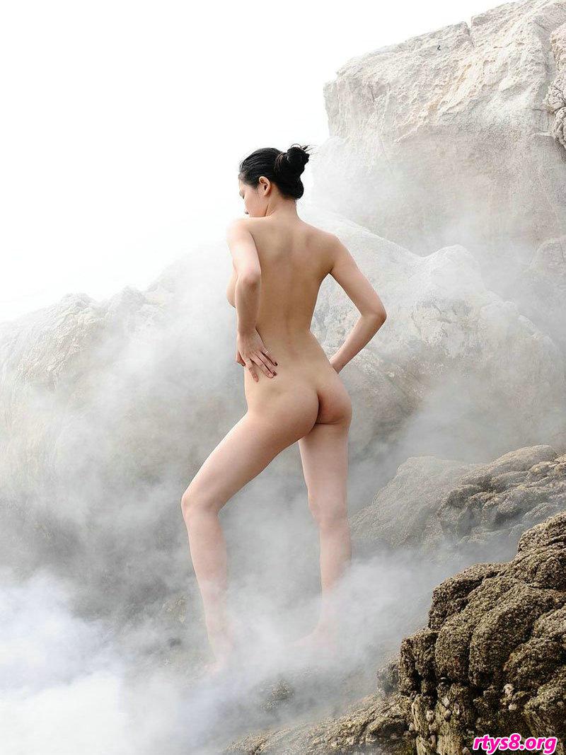 云雾缭绕的山顶外拍国模人体写真
