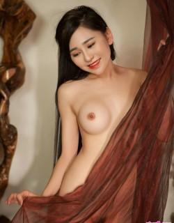 胸部坚挺圆润的尤物模特吴沐熙室拍