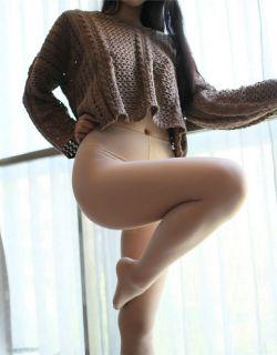 [ROSI写真]NO.2158美腿丝袜美女练习一字马