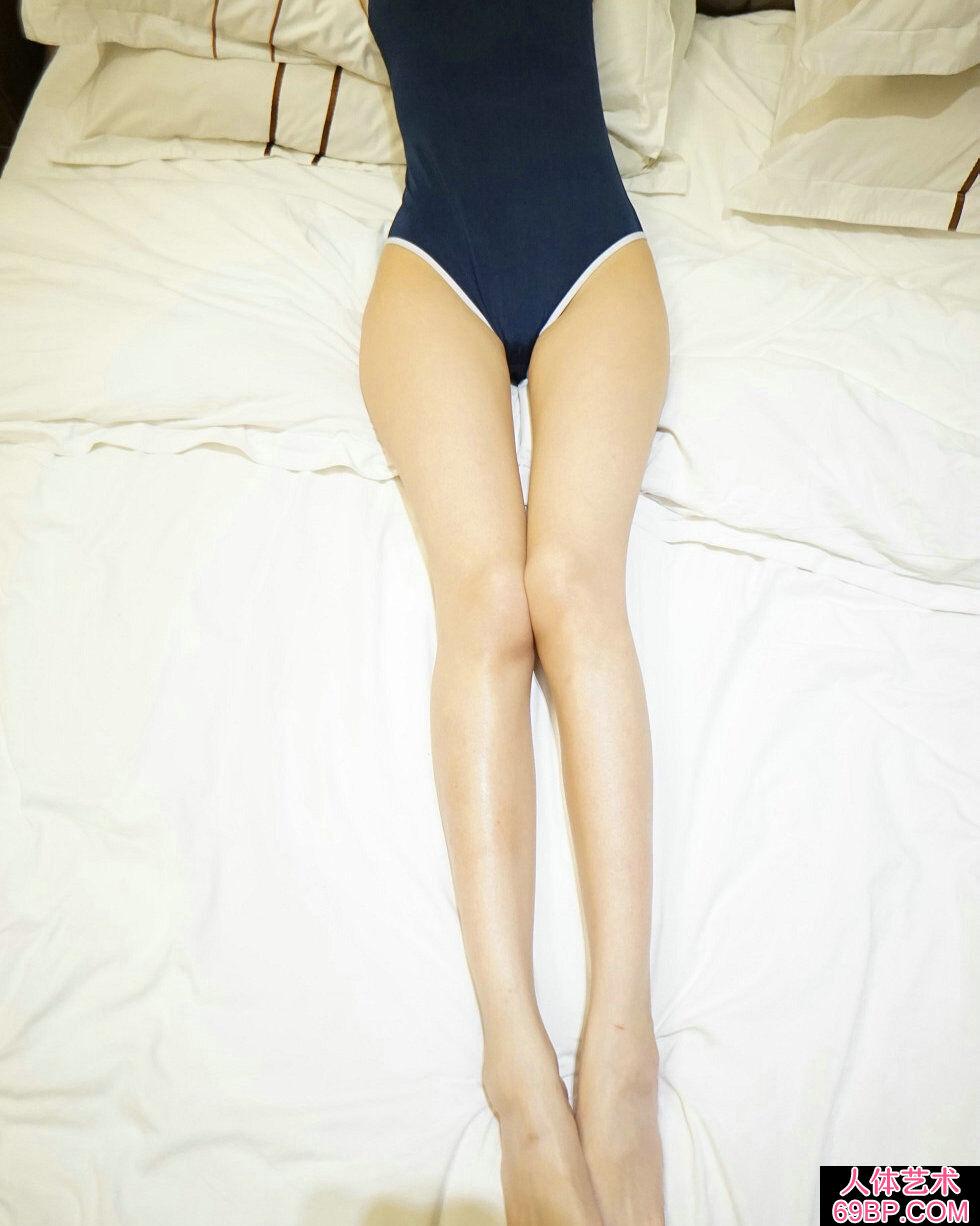 Rosi第2278期秀发美女居家秀完美身材白嫩肌肤