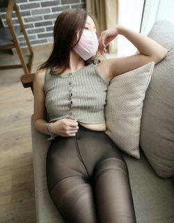 [ROSI口罩]NO.623美女沙发上无内黑丝写真