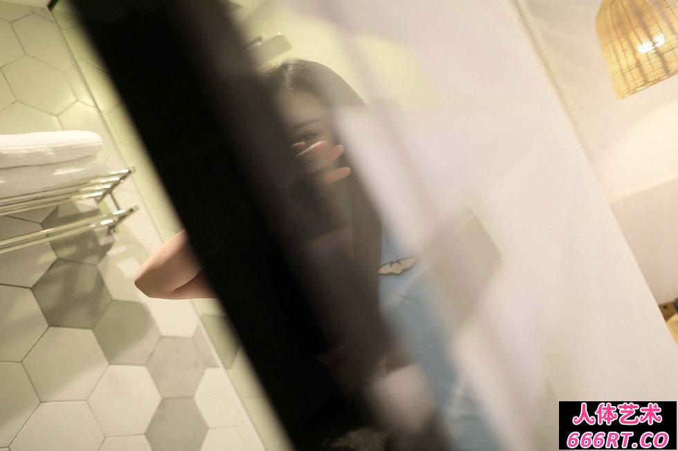 Rosi第2305期_制服美女居家超薄黑丝配丁字裤写真