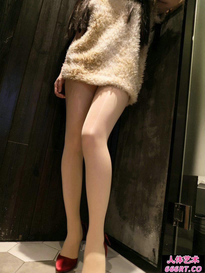 Rosi第2316期_肉丝妹子居家无内丝袜透视翘臀写真