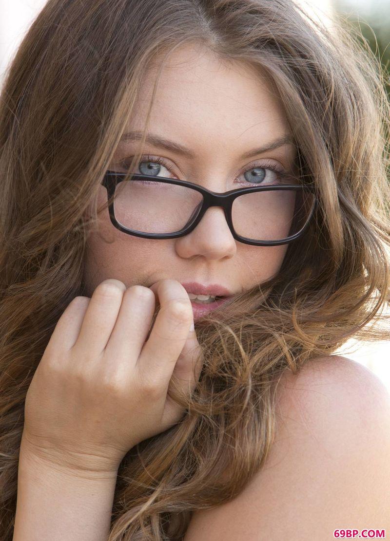 娟秀的眼镜姑娘Elena