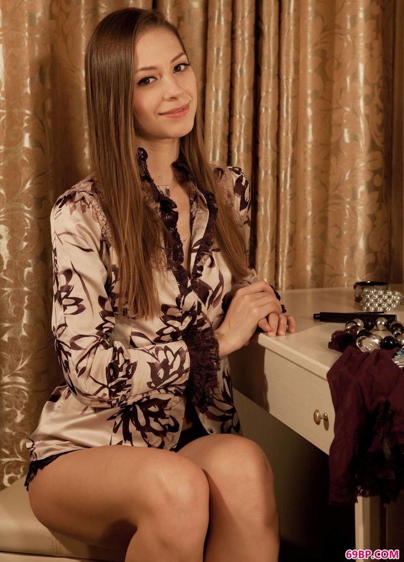 梳妆台前的女人Olya_裸体美女写真