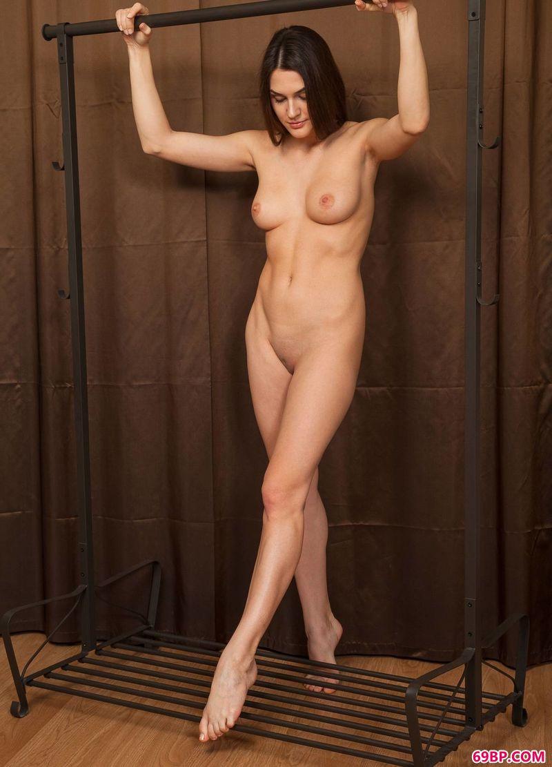 美胸美女_扭曲的身体嫩模Vanda
