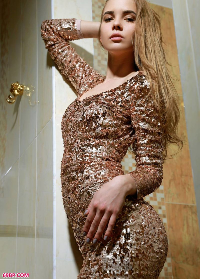 时尚弄潮儿Carolina_gogo人体全球高清视频