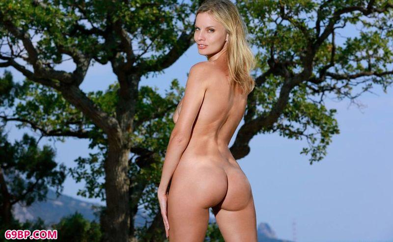 大树底下好乘凉裸模Heidi