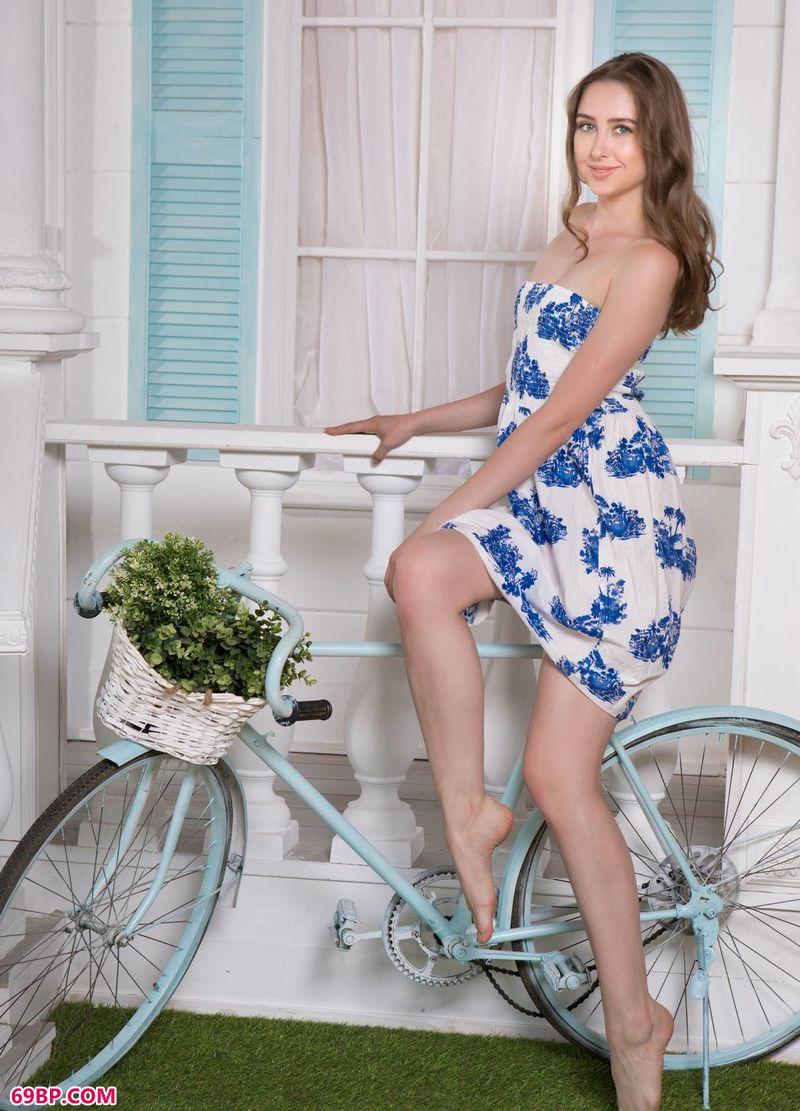 青花瓷单车姑娘Ginger