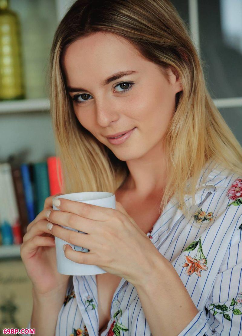 惬意咖啡靓女Jillean_性饥渴的浪妇
