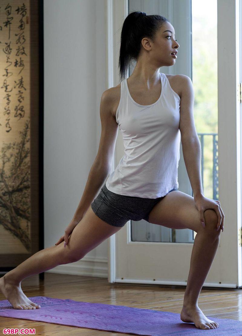 禅意瑜伽靓女Scarlett_西西人体艺术网大胆