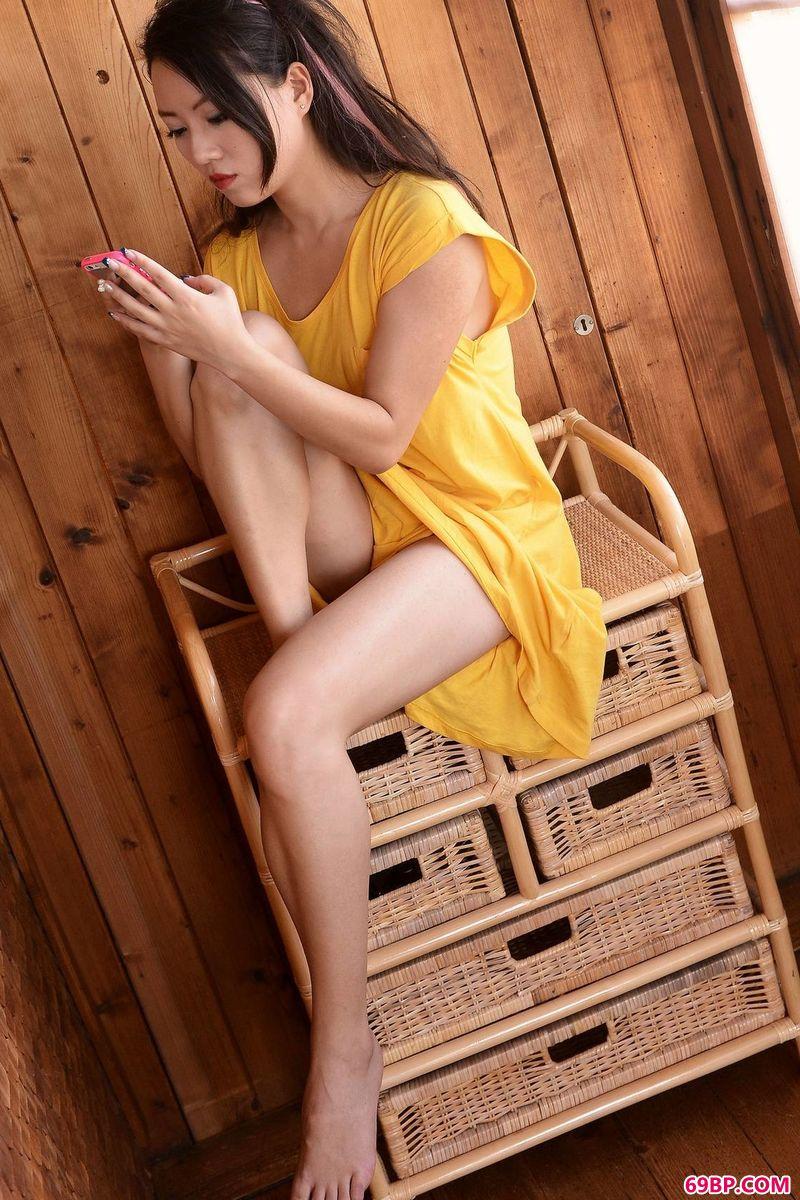 木屋里的Metart模特CassieLang_乳房写真