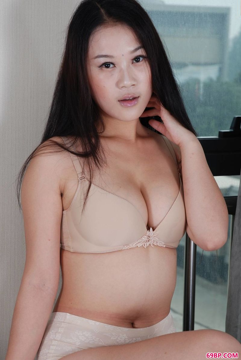 丰腴时尚女孩蓉蓉_西西人体艺术66117