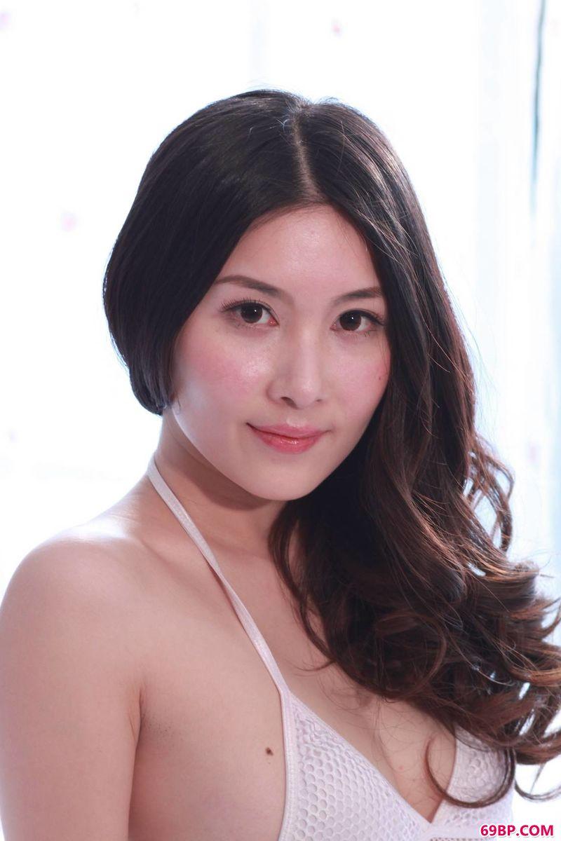 日本人体艺术写真_超模张薇干净利落的写真