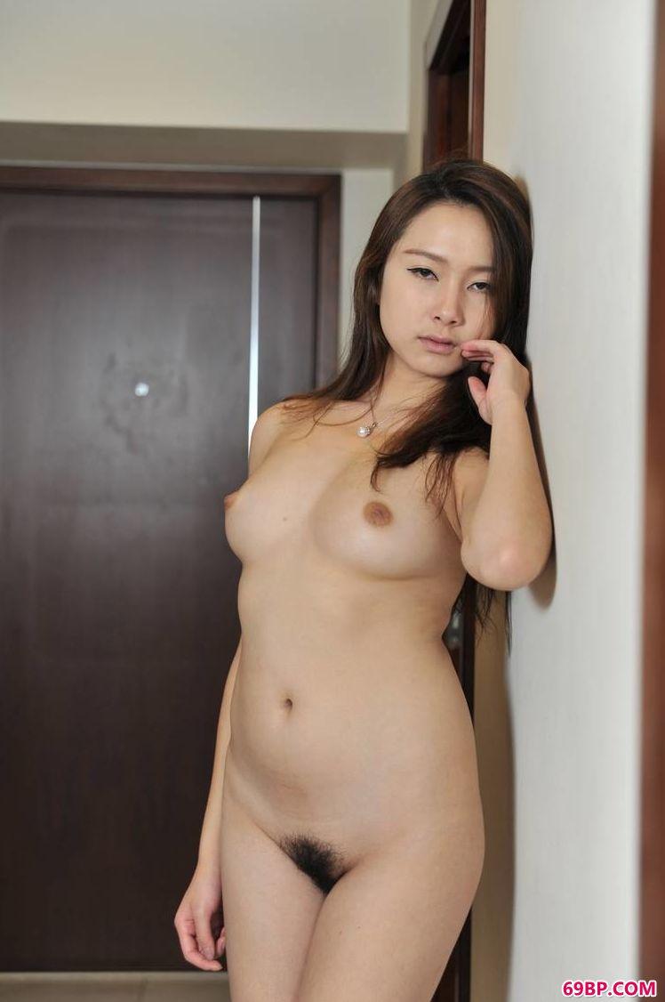 凤眼靓丽嫩模王路晴_国模云雪150p