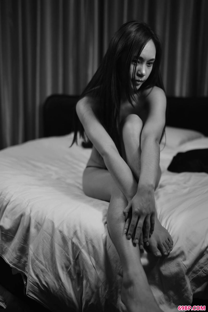 裸模小姬之美体印象_西西人体艺术44rtcmm