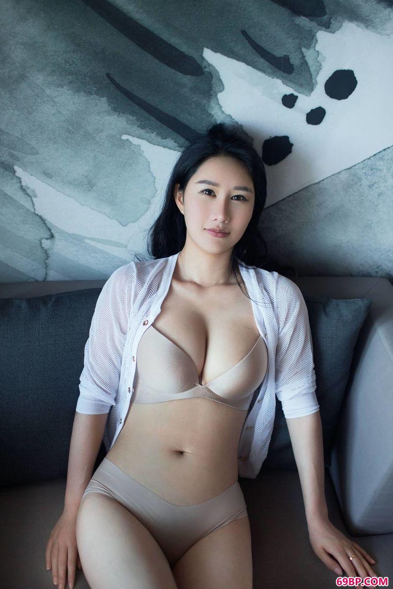 晶莹剔透的gogo嫩模谭冰_人体模特郎玉