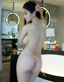 极品美女阳阳旗袍情趣装前凸后翘