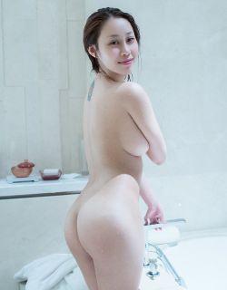 上海模特雯雯真空大尺寸人体摄影