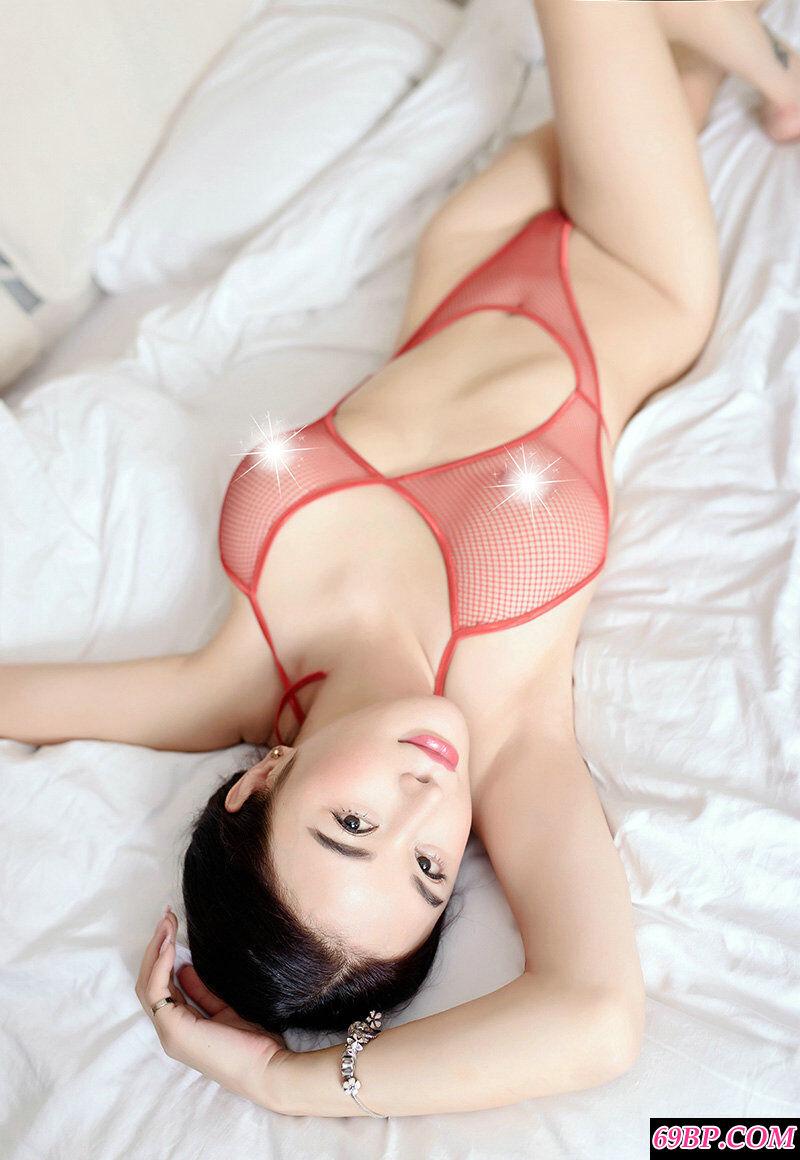 极品美少妇穿性感透明内衣拍摄大胆人体第3张