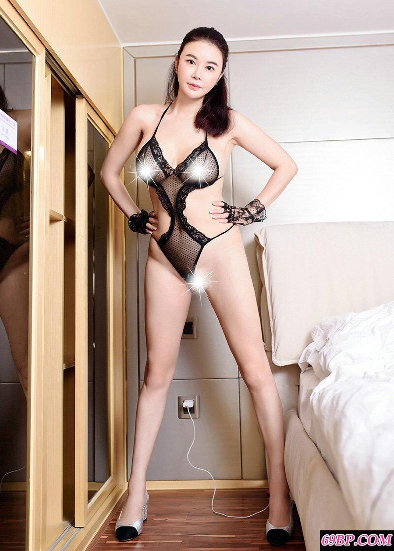 极品美少妇穿性感透明内衣拍摄大胆人体第8张