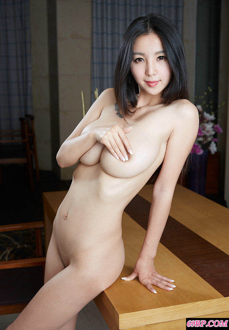 精品巨胸美妇居家拍摄女仆装作品