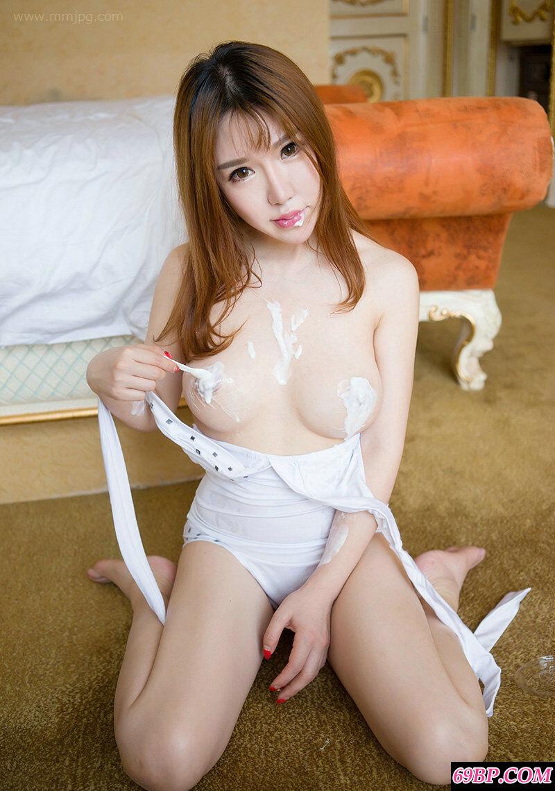 妖娆女神韩恩熙演绎酸奶抹胸