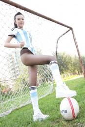 绿茵场上超靓足球宝贝丝袜写真